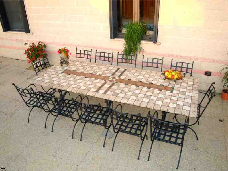 Piano in pietra con sassi di assisi bgl ferro - Tavolo in pietra giardino ...